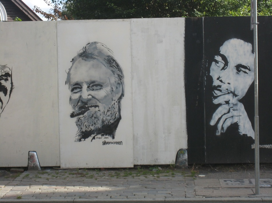 Граффити в лицах известных людей.